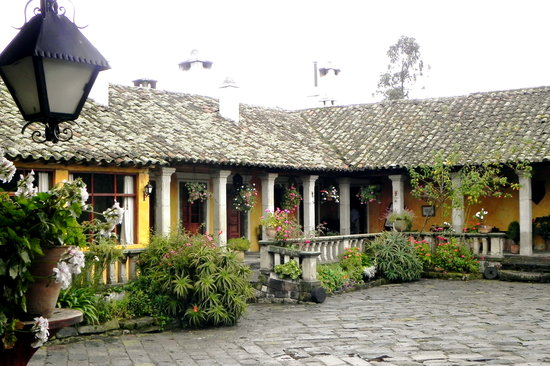 Hacienda San Agustin De Callo: Rooms give out onto courtyard