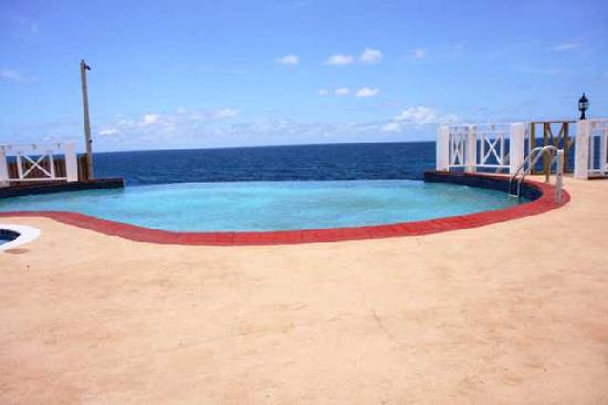 Discovery Bay, Jamaica: Pool with a view of the Carribbean Sea