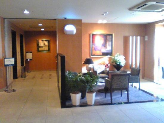 Keio Presso Inn Kayabacho: エレベーター・ホールとフロント・ロビー