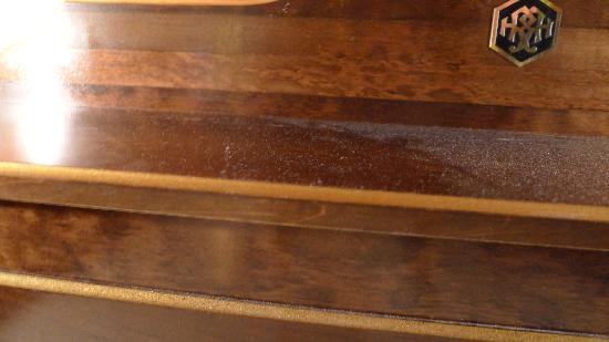 Hotel Royal: Dust