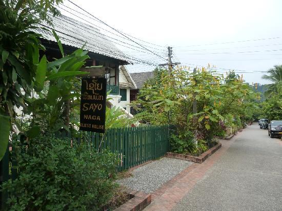 Sayo Naga Guesthouse: Sayo Naga from the Street