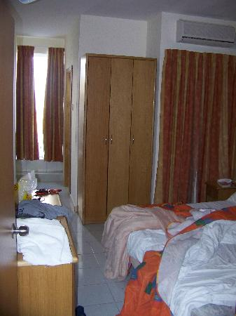 Qawra Point Holiday Complex : bedroom