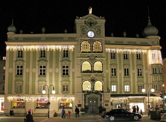 Weihnachtsbeleuchtung Forum.Rathaus Mit Weihnachtsbeleuchtung Picture Of Rathaus Gmunden