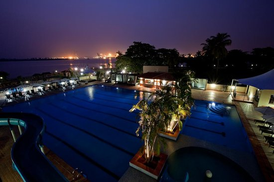 The Federal Palace Hotel: Federal Palace Pool Club at night