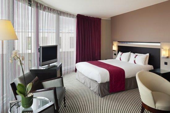 Holiday Inn Paris-Porte De Clichy : Chambre Executive Corner - avec vue sur toit parisien et la Tour Eiffel