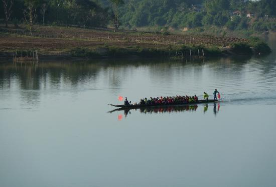 Vansana Nam Ngum: Rowing training on the river