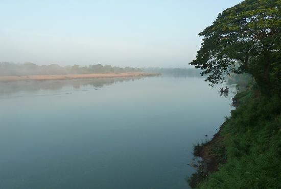 Vansana Nam Ngum : Mist on the river