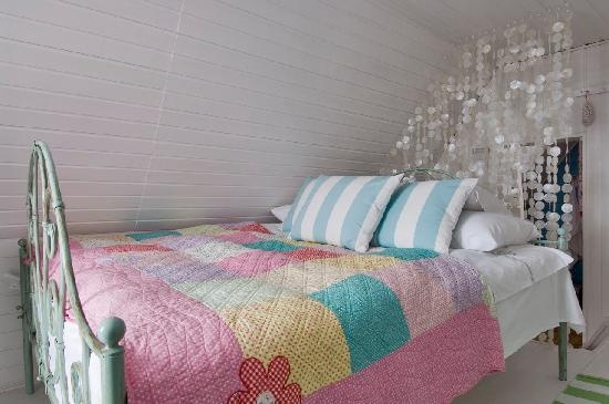 Catherine's Vineyard Cottages: master bed at The Kis Alma Haz