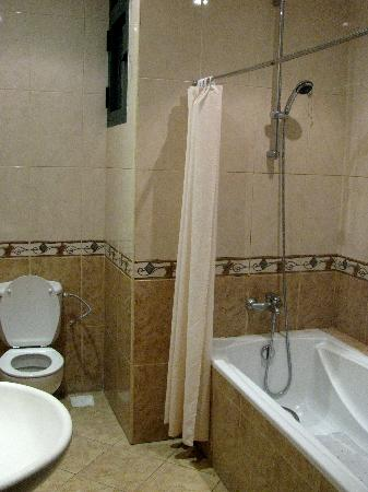 East African All Suite Hotel & Conference Centre: Oversize Bath Tub