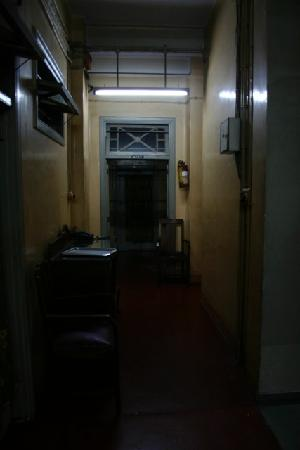 Broadway Hotel: Hallway