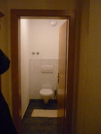 Flotscherhof: il water è in una stanzetta, separato dal bagno vero e proprio