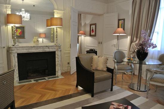 ماجيستيك أوتل - سبا: camino salotto suite prestige 405