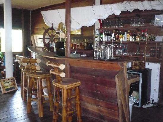 Hotel Eco-Lodge Ravoraha : bar