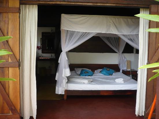Hotel Eco-Lodge Ravoraha : chambre