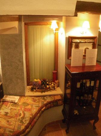 El Pilaret-Casa Rural: Part of the breakfast lounge