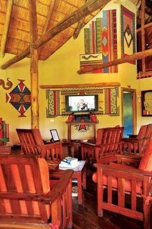 Lokuthula Lodges: TV Room at the Lokuthula Central Area