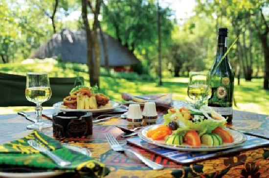 Lokuthula Lodges: Meals at the Lokuthula swimming pool
