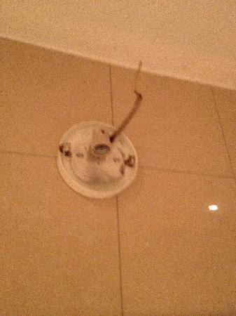 Hotel Viktoria: bathroom lamp