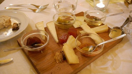 Artemide: The organic cheese plate