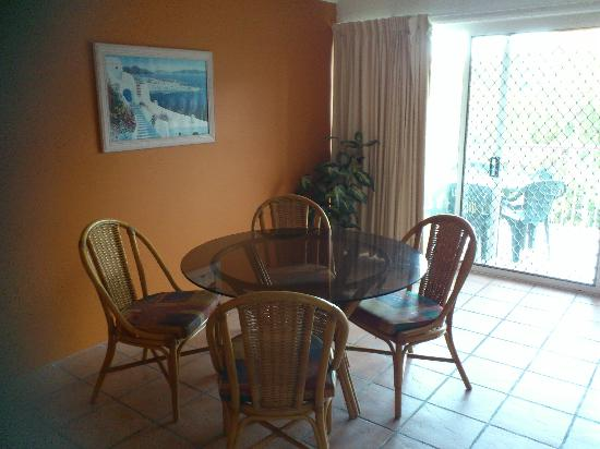 Pacific Horizons Holiday Apartments: dining room