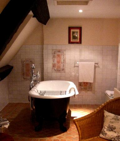 Burford House: Our Old Fashioned Bathtub