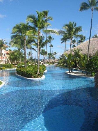 Majestic Colonial Punta Cana: La piscine est immense