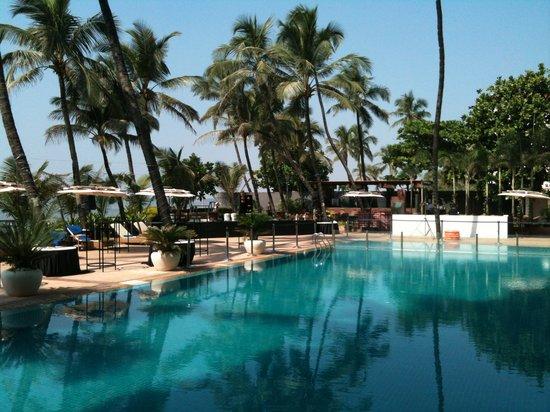 Novotel Mumbai Juhu Beach: Pool area