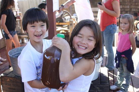 Rileys at Los Rios Rancho: u press apple cider