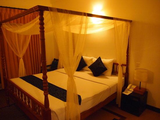 Frangipani Villa Hotel II: the room