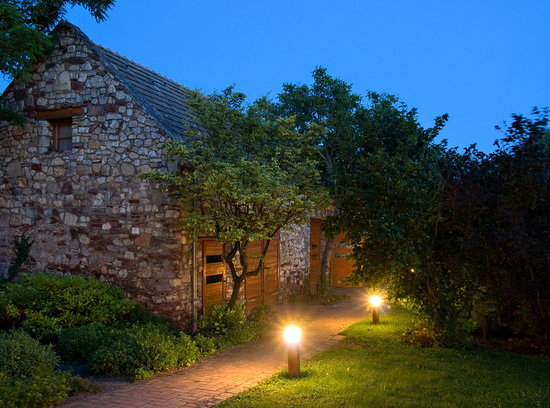Kali Art Inn: old Barn by night