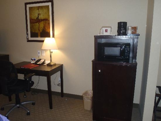 Comfort Suites: Microwave and mini fridge
