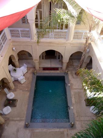 AnaYela: Blick in den Innenhof