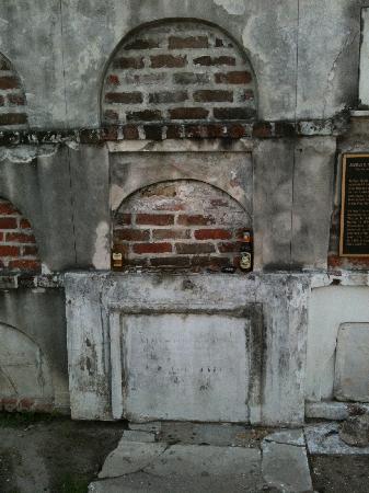 Strange True Tours : The actual burial site of voodoo queen Marie Laveau