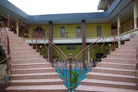 Pondok Eka: l'escalier est tris impressionnant
