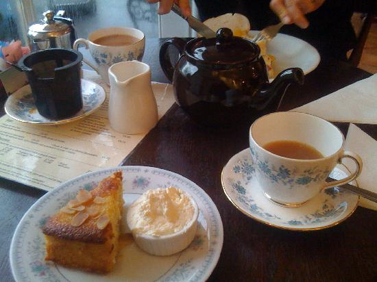Rosie's Tea & Coffee Room: foul cake