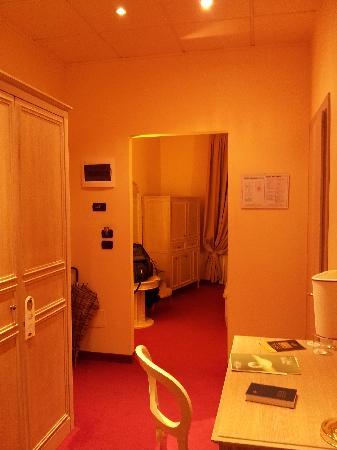 Hotel Manzoni: Veduta ingresso