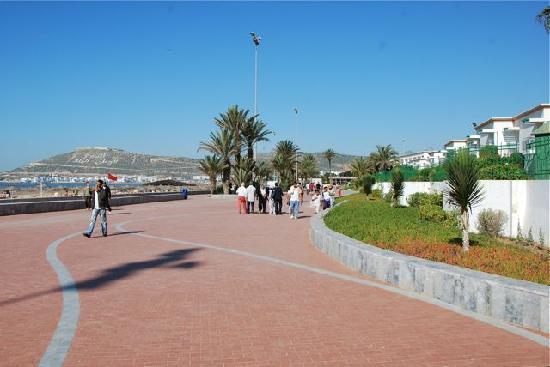 Hôtel Agadir Beach Club : La digue devant l'hôtel