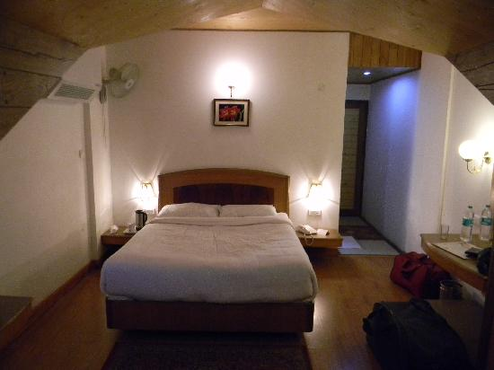 Manali Heights : STUDIO ROOM