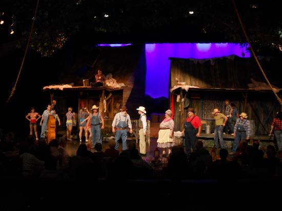 Hatfield & McCoy Dinner Show: Great and hilarious characters