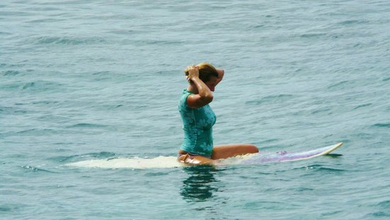 Paia, Hawái: heading out to surf