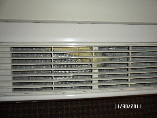 Kelly Inn Bismarck: heat unit room 127