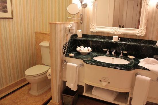 Hong Kong Disneyland Hotel : Bathroom+Toilet