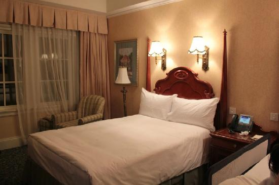 Hong Kong Disneyland Hotel: Twin Bed
