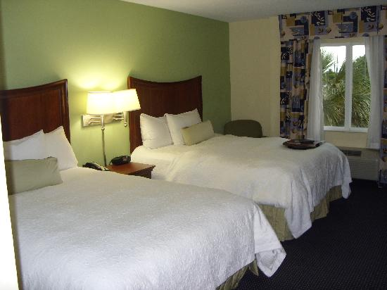 Hampton Inn & Suites of Ft. Pierce: Habitacion