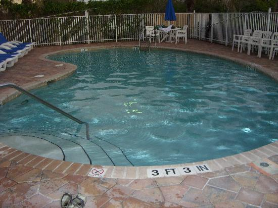Hampton Inn & Suites of Ft. Pierce: Piscina