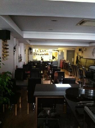 Tipsy Bar & Grill: inside