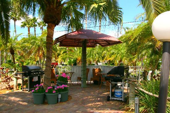 Bbq Tiki Gardens Picture Of Tropical Beach Resorts