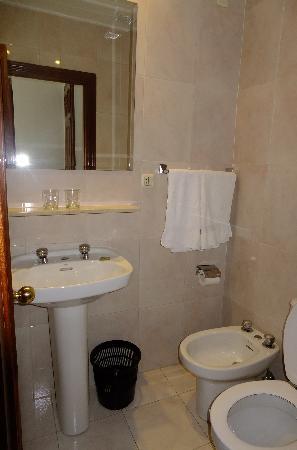 hostal gonzalo: Bathroom
