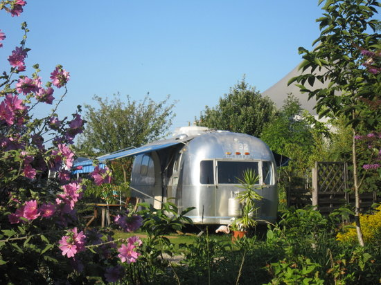 Manses, France: belrepayre retro camping - spring time