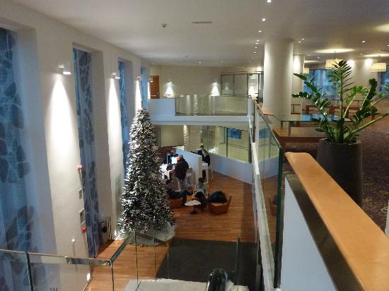 Novotel Brussels Centre: Halle mit Apple Webcorner